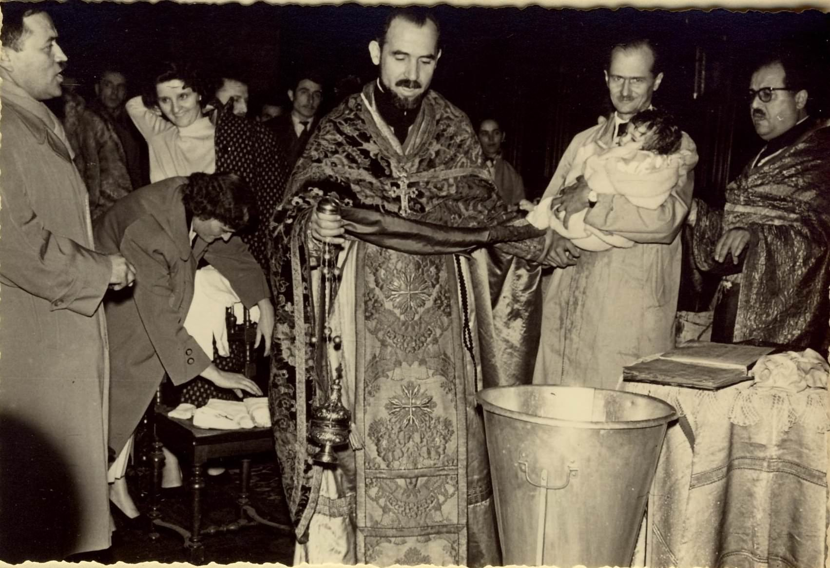 Arhim. R. Gratian, Pr. V. Boldeanu, Ing. D. Sfintescu - Botezul lui Rodica Popa - Paris 1956 hp 1