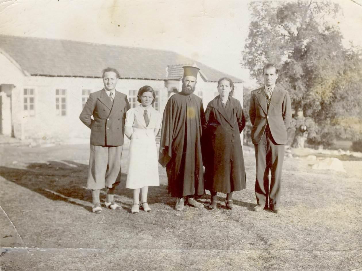 Aurica Popa cu colegii învatatori la scoala din Veria hp 1