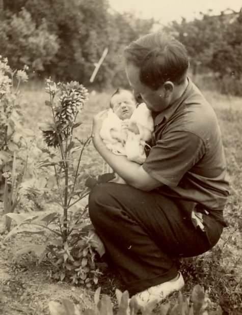 Franta 1956.  Popa D. cu fiica Rodica hp 1