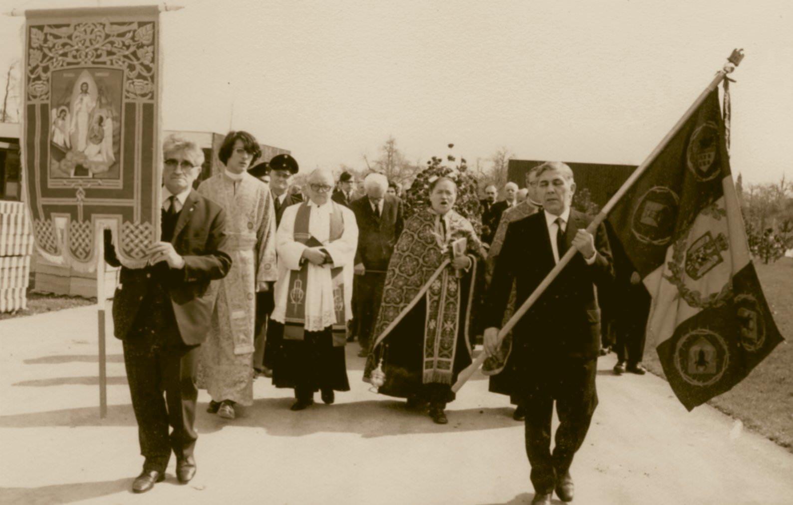 Mitropolitul Visarion Puiu - procesiunea de inmormantare hp 3