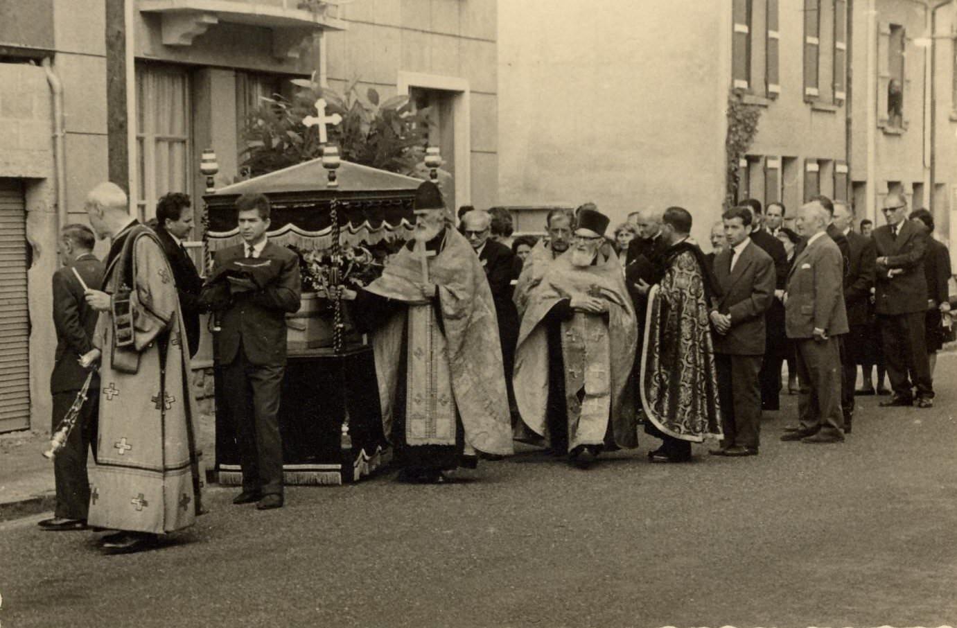 Mitropolitul Visarion Puiu - procesiunea de inmormantare hp 4