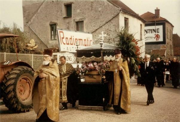 Mitropolitul Visarion Puiu - procesiunea de inmormantare hp 6