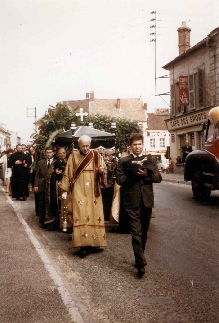 Mitropolitul Visarion Puiu - procesiunea de inmormantare hp 7